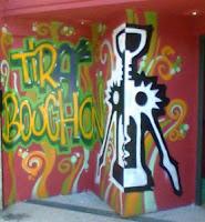 L'interno ed il logo del TirAbuchon, pub del quartiere San Lorenzo a Roma