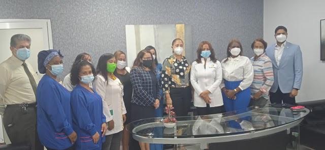 Directora del  Hospital Regional Juan Pablo Pina recibe visita de diputados y comisión de ASODEL