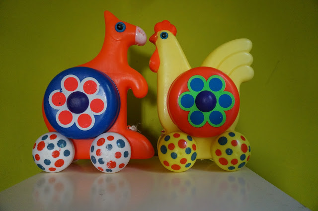 jouet à roulette années 70 70s push pull chicken ... one month later, we found the kangaroo 1970s