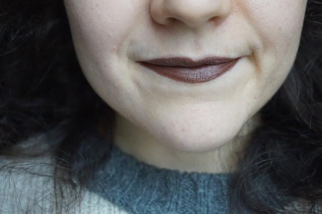 mac_cosmetcs_matte_velvet_collection_revue_avis_swatches_lipstick_rouge_a_levres_teinte_shade_victorian_powerhouse_winifred_dark_lipstick_01