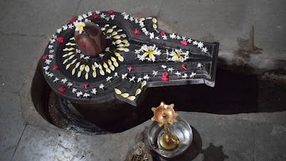 गंगाधरेश्वर मंदिरातील शिवलिंग