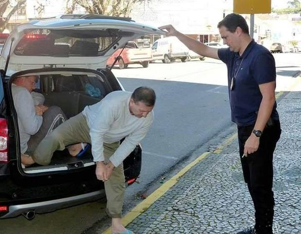 Acusados do crime contra Loir Drececk chegam juntos ao fórum de Rio Negro