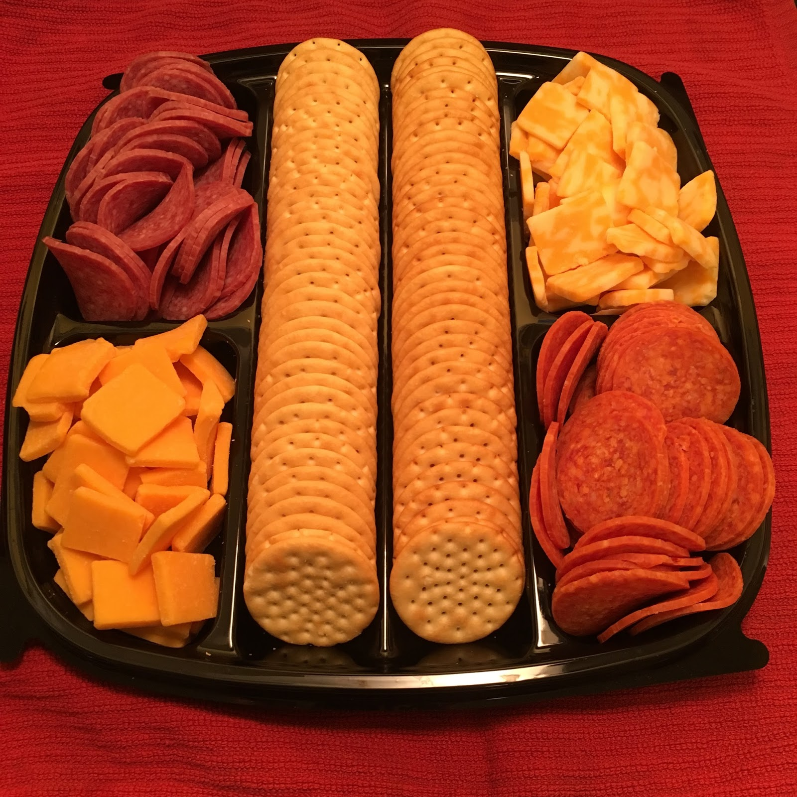 Twingle mommmy hormel gatherings party tray delicious snacking trays have built in containers for the cheese crackers and meat no need to use your own tray and have another dish to wash this one works perfectly solutioingenieria Images