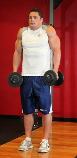 تمارين اساسية لبناء عضلات الاكتاف بالصور