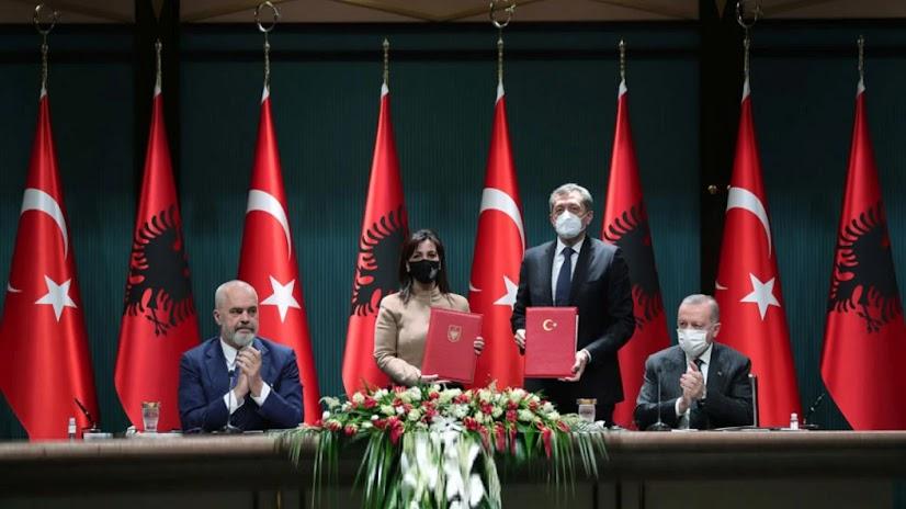 Η ένταξη της τουρκικής γλώσσας στην αλβανική εκπαίδευση είναι γεγονός