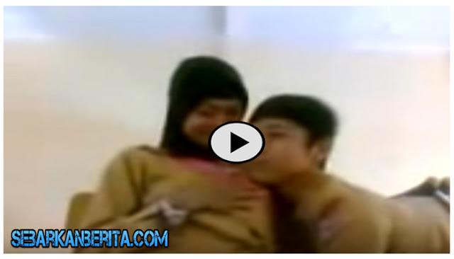 Astaga ! Video Youtube Hot Istri PNS 'Indehoy' Dengan Pria Yang Bukan Suaminya di Musholla Hebohkan Madura.