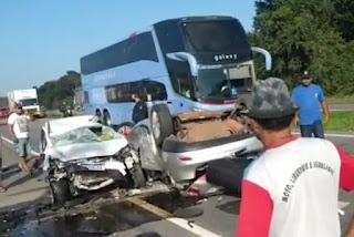 Acidente envolvendo dois carros deixa uma pessoa morta em rodovia da Paraíba