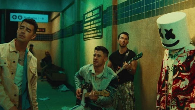 Leave Before You Love Me Lyrics - Jonas Brothers
