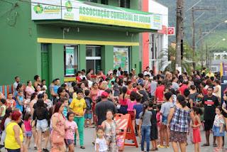 Ong. Pelicanos Vita & Labor em parceria com Aciaju, realiza chegada do Papai Noel de Helicóptero
