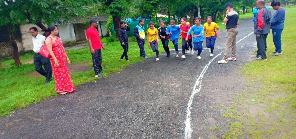 Jhabua News-पैरामिलिट्री फोर्स चयन के लिए फिजीकल टेस्ट संपन्न