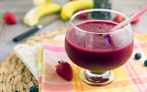 Jus untuk menambah darah yang terbuat dari buah bit