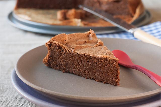Čokoladni kolač sa heljdom i bademima