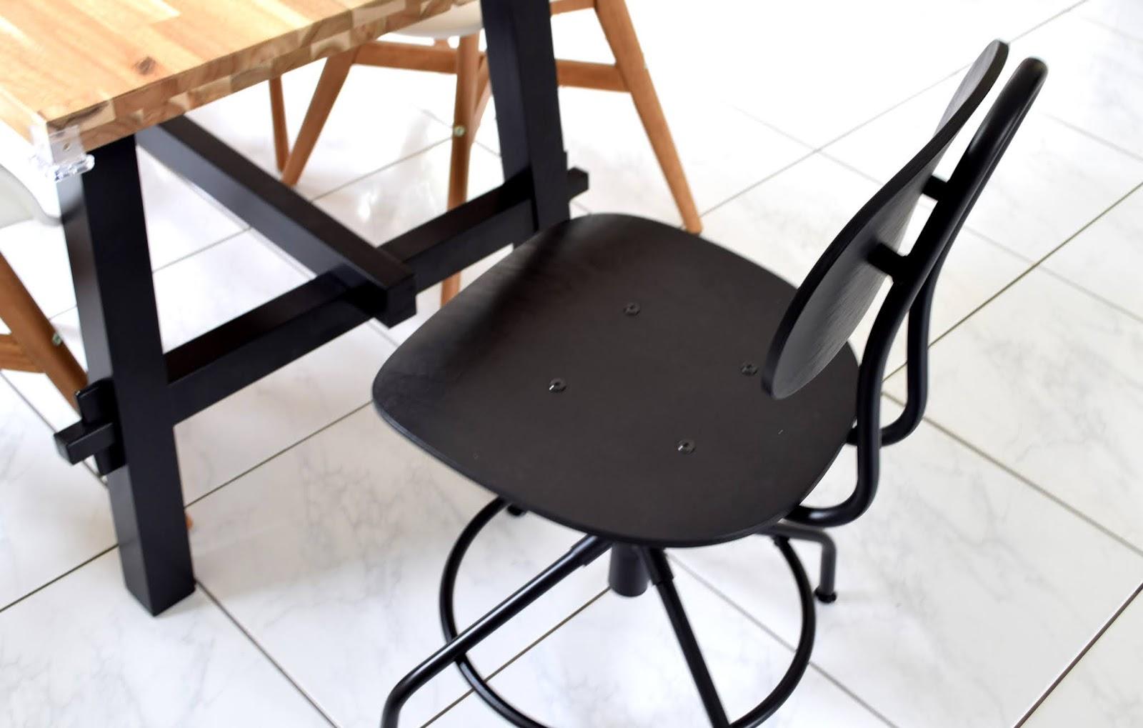 Krzesło pasujące do stylu przemysłowego