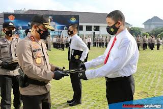 Kapolda Jateng Beri Penghargaan Pin Emas Kepada Kombes Pol Ignatius Agung Prasetyoko