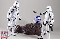 S.H. Figuarts R2-D2 46