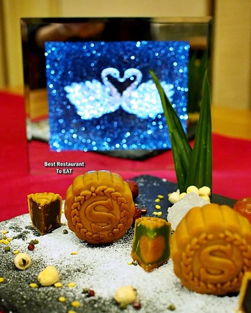 Sheraton PJ Hotel Mooncakes - Pandan Lotus With Single Yolk