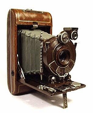 Kodak menjadi pelopor pertama masuknya fotografi ke dalam dunia industri dengan dikeluarkan produk pertamanya yang bernama Eastman Kodak