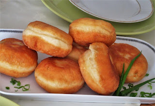 Donuts stuffed with mozzarella and ham