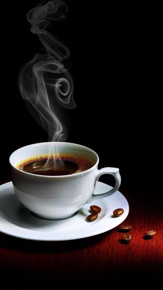 Secangkir kopi hitam panas
