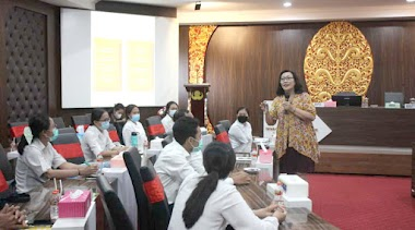 Santy Sastra Berbgai Materi Public Speaking, Etika dan Tata Krama Kepada Para Karyawan Baru Yayasan Kesejahteraan Korpri Propinsi Bali