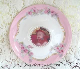 saucer with picture and pearls, vintage saucer as picture frame