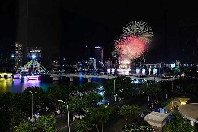 Tiệc Buffet ngắm pháo hoa tại Vinpearl Condotel Riverfront Da Nang