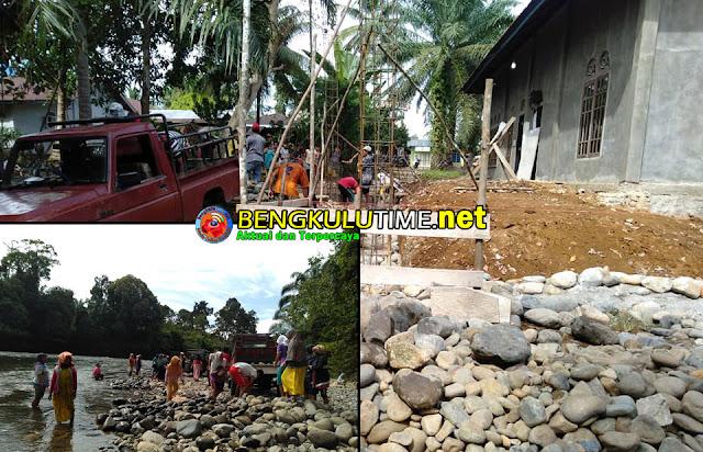 Bengkulutime.net, Mukomuko - Sabtu (05/01/2019), Masyarakat Desa Sungai Jerinjing Kecamatan Selagan Raya terlihat sangat kompak dan semangat melakukan kegiatan...