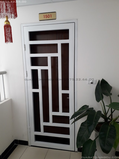 cửa sắt 1 cánh chung cư sơn tĩnh điện màu trắng