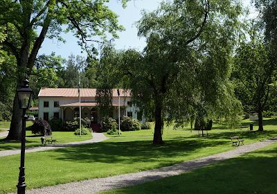 Parken med Societetshuset på Gustafsberg.