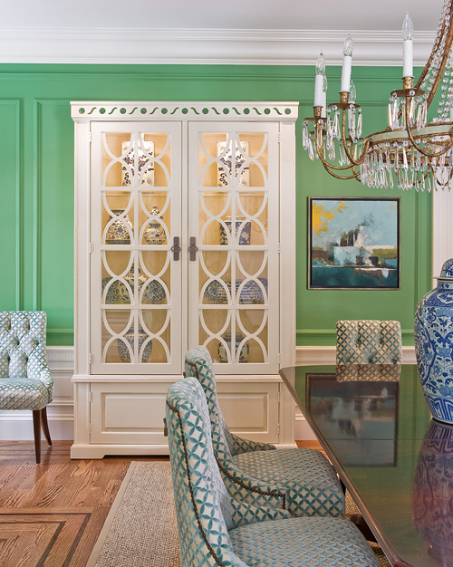 Take A Look At This Stunning Kelly Green Dining Room Very Talented Designer I Love How Fresh The Is Against White Paneling Modern Chairs And