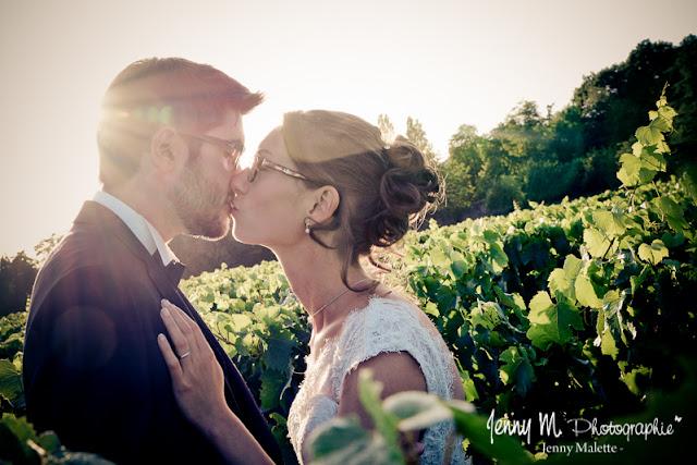 photos de couple dans les vignes, soleil couchant, portraits mariés Jardin Cléray Vallet