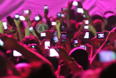 going live on social media a viral social media trend