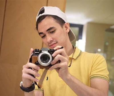 Rico Valentino Bawa Kamera
