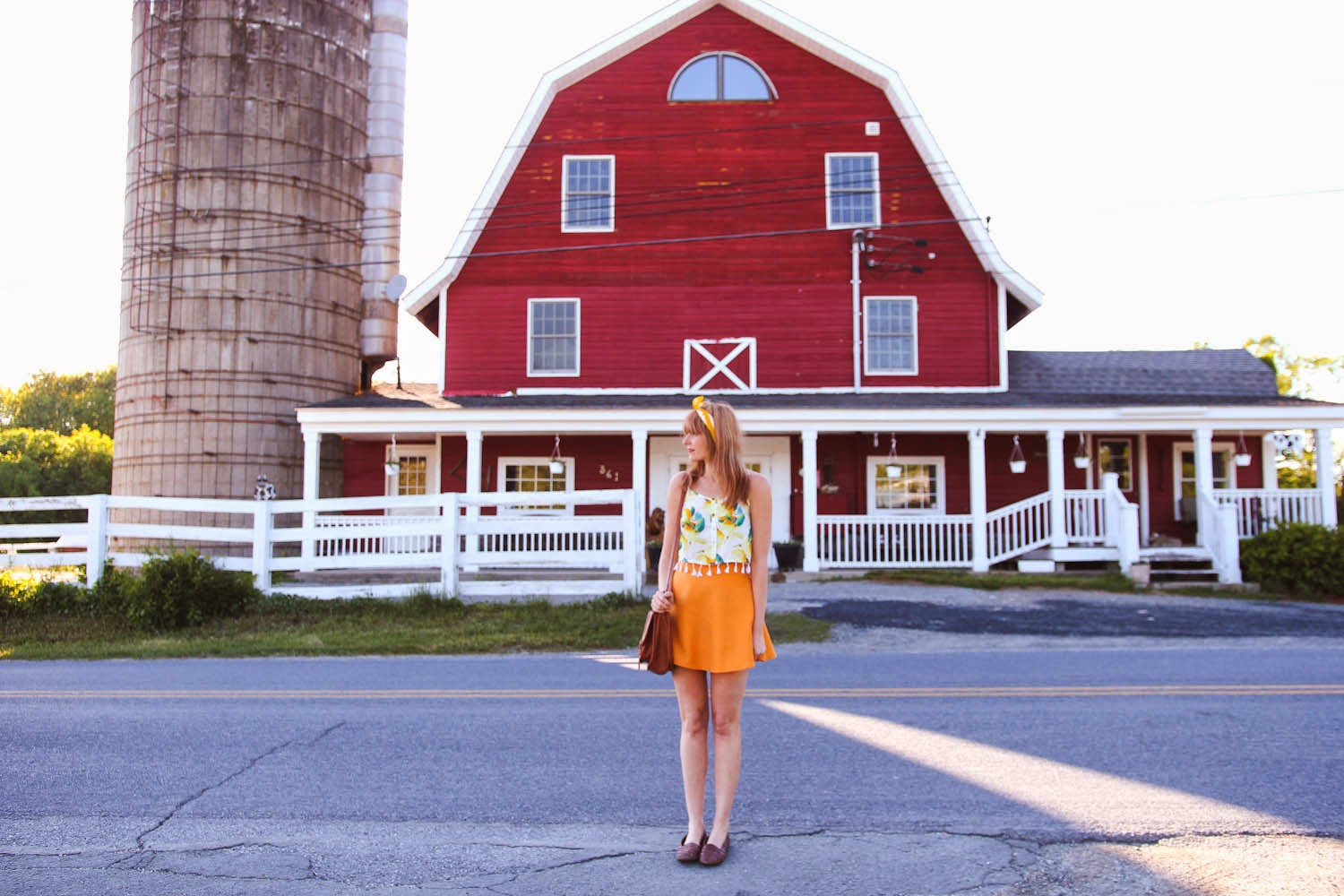 nyc vintage blog, nyc fashion blogger, nyc fashion blog, memorial day weekend outfit, upstate ny barn, missguided lemon crop top