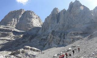 Τραγωδία στον Όλυμπο: Νεκρός ο ορειβάτης που είχε πέσει σε χαράδρα