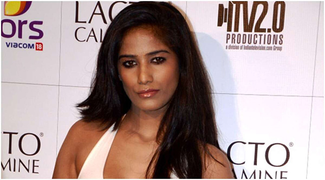 Sexy-Heroin-Poonam-Pandey-Arrested-For-Violating-Coronavirus-Lockdown-Rules-Andhra-Talkies