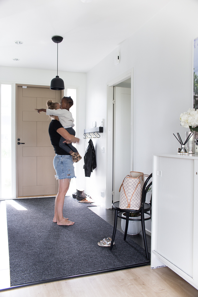 Villa H, adoptio, perhe-elämä, äitiys, eteinen