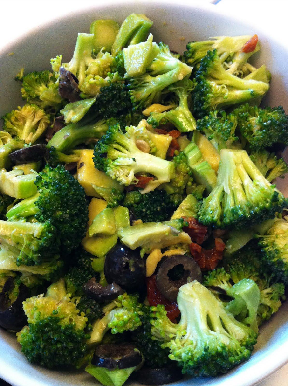 veganes lischen brokkoli salat variationen die sehnsucht nach alf. Black Bedroom Furniture Sets. Home Design Ideas