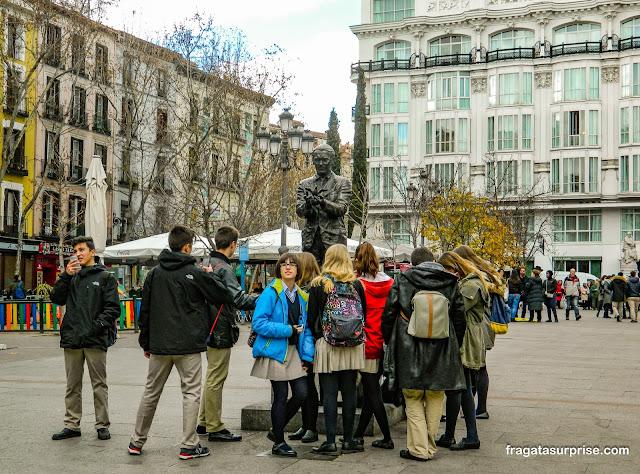 Estátua de García Lorca na Plaza de Santa Ana, em Madri