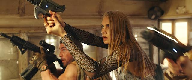 Otra imagen de la película Valerian y la ciudad de los mil planetas con Cara Delevingne