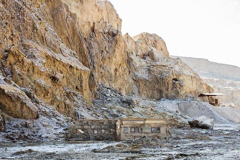 Sopé do Moute Sodoma, onde começava a planície de Sodoma. As construções são recentes.