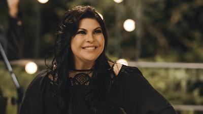 """Vanilda Bordieri lança o clipe da canção """"Viverei Milagres"""""""