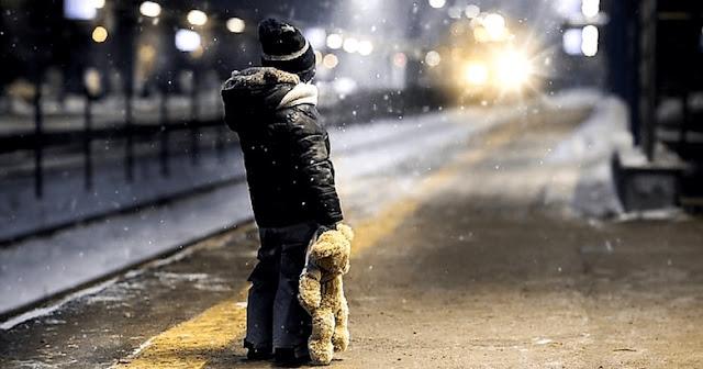 «К маме дядя Игорь пришёл, меня на улицу гулять отправили.» Глянул на часы — 2:30 ночи…