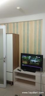 Lemari dan Televisi di apartemen