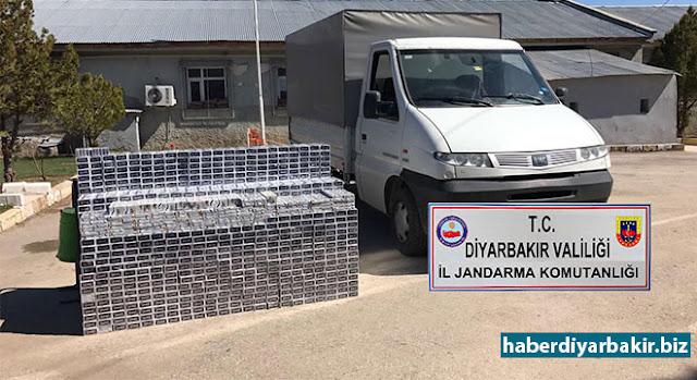 DİYARBAKIR-Diyarbakır'dan Bingöl istikametine seyir halinde şüphe üzerine durdurulan kamyonette yapılan aramda, kamyonettin özel bölme içerisinde gizlenmiş vaziyette, piyasa değeri yaklaşık 54 bin TL olan toplam, 13 bin 510 paket kaçak sigara ele geçirildi.
