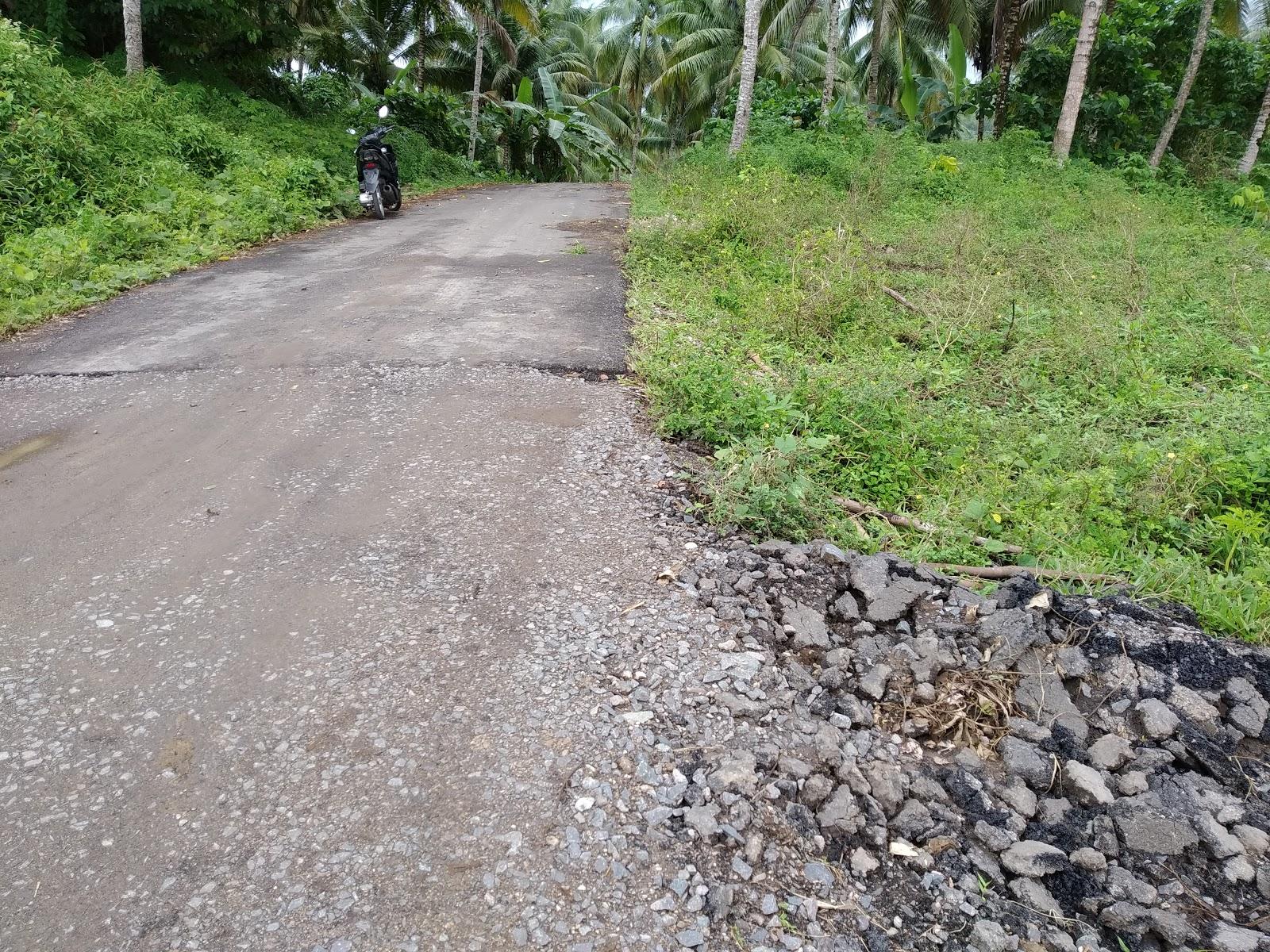 Astaga...!!! Aspal Dingin Dipakai di ruas Jalan Desa Kokole