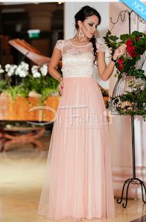 Comanda aici rochia lunga roz Princess la 299 lei livrare si in UE