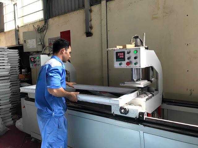 máy móc sản xuất cửa nhựa lõi thép hiện đại