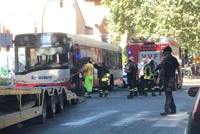 Flambus: prende fuoco il decimo bus dall'inizio dell'anno