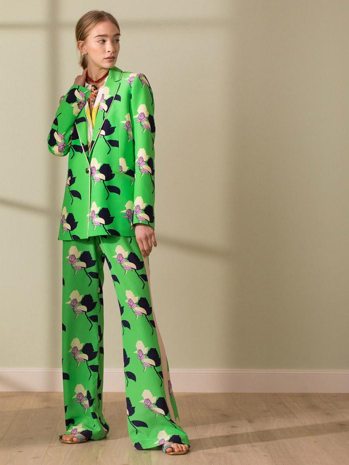 traje de mujer estampado flores moda verano 2021